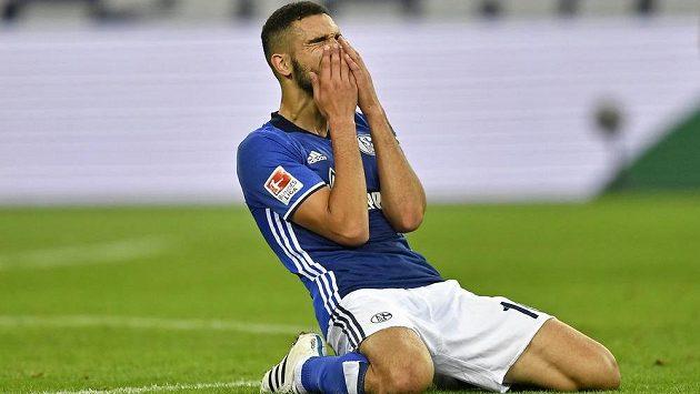 Záložník Schalke Nabil Bentaleb - ilustrační foto.