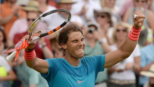 Španělský tenista Rafale Nadal se raduje z vítězství nad Gaelem Monfilsem z Francie.