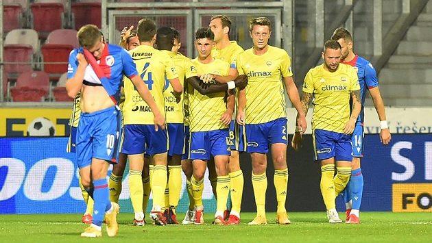 Hráči Zlína se radují z gólu. Ilustrační foto.