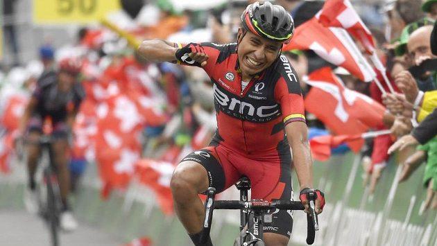Darwin Atapuma z Kolumbie v cíli páté etapy Kolem Švýcarska.