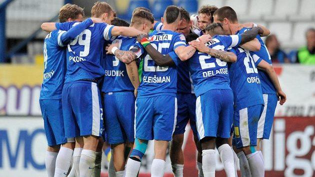 Liberečtí fotbalisté slaví vítězství nad Teplicemi.