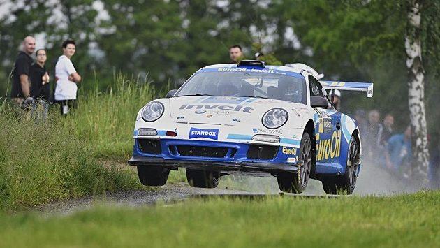 Český automobilový jezdec Václav Pech během jedné z pátečních erzet Rallye Český Krumlov.