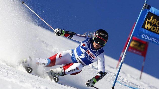 Švýcarka Lara Gut na trati ve francouzském Courchevelu.