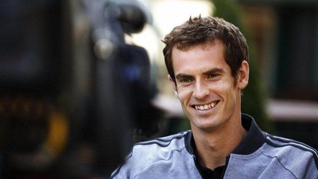 Wimbledonský vítěz Andy Murray poskytuje interview v pondělním ranním televizním bloku.