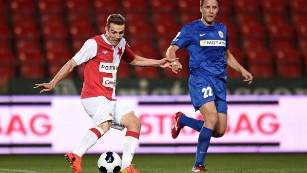 Záložník Slavie Milan Černý střílí gól Brnu.
