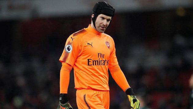 Jako kdyby ani Petr Čech nevěřil, že Arsenal dostal od Manchesteru City tolik branek už v prvním poločase.