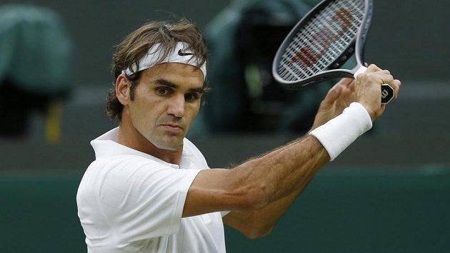 Roger Federer soudí, že pořadatelé Wimbledonu letos hlídají oblečení až příliš úzkostlivě.