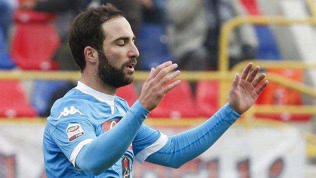 Ani dva góly Gónzala Higuaína Neapoli v Boloni nepomohly.