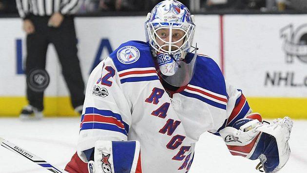 Finský brankář Antti Raanta oblékne v příští sezóně NHL dres Arizony.