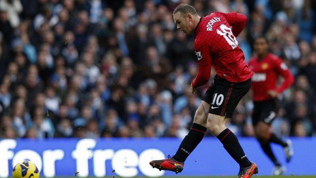 Útočník Manchesteru United Wayne Rooney má potíže s kolenem.