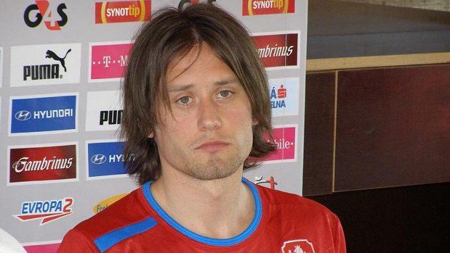 Tomáš Rosický na tiskové konferenci při soustředění národního mužstva.