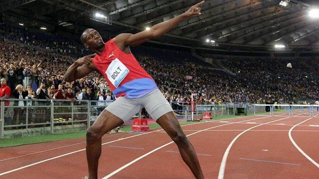 Jamajský sprinter Usain Bolt oslavil svým typickým gestem triumf ve sprintu na 100m v závodě Diamantové ligy v Římě.