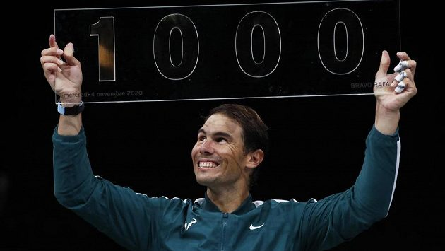 Španělský tenista Rafael Nadal oslavil v Paříži jubilejní tisící vítězství na okruhu ATP.
