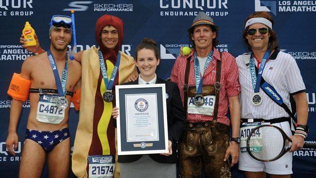 Přehlídka několika divno-běžců z losangeleského maratónu.