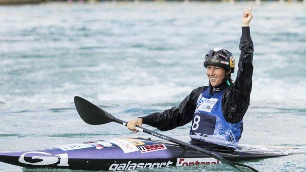 Kateřina Kudějová a její radost po finálové jízdě na mistrovství světa v Lee Valley.