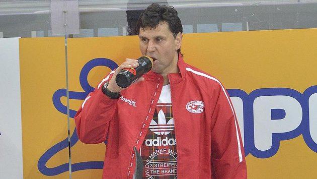 Zklamaný trenér Slavie Vladimír Růžička během pražského derby se Spartou.