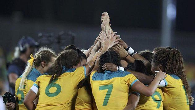 Australské reprezentantky v ragby se radují z vítězství nad Novým Zélandem ve finále olympijského turnaje.