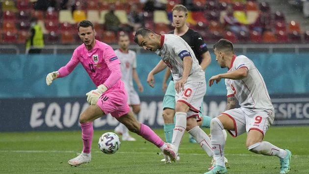 Goran Pandev vstřelil první branku Severní Makedonie v historii EURO. Teď mu ale hrozí za porušení pravidel trest.