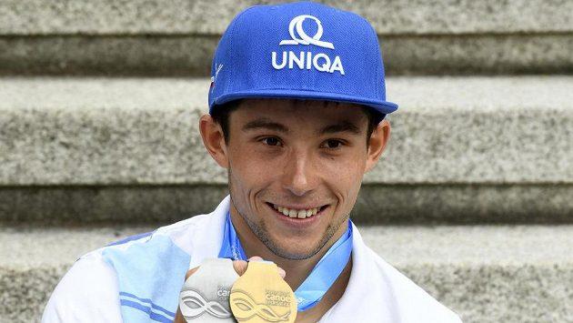 Dvojnásobný mistr světa ve vodním slalomu kajakář Jiří Prskavec v Praze po návratu ze světového šampionátu ve Španělsku.