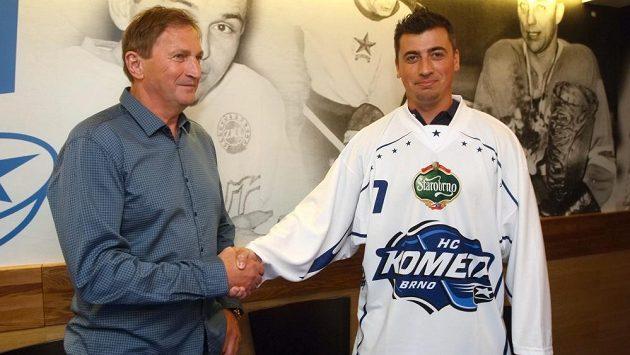 Tomáš Kaberle poprvé zažije angažmá v moravském klubu, vlevo na archivním snímku kouč Alois Hadamczik.