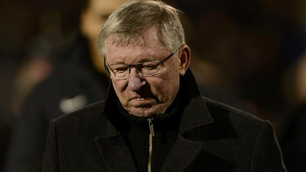 Zasmušilý Sir Alex Ferguson, trenér fotbalistů Manchesteru United.