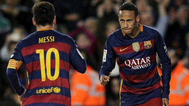 Messi (10) i Neymar prožili fantastický rok 2015. Brazilec však na svého parťáka z Barcelony v anketě nestačil - Messi získá svůj pátý Zlatý míč.