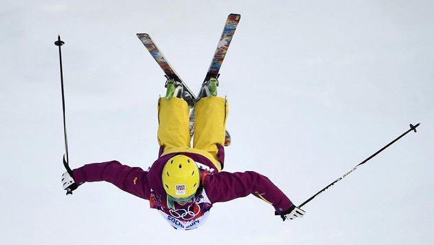 Nikola Sudová při druhé kvalifikaci boulařek na olympiádě v Soči.