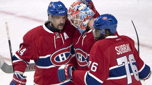 Tomáš Plekanec se raduje spolu s brankářem Mikem Condonem a obráncem P.K. Subbanem z výhry Montrealu nad New Jersey.