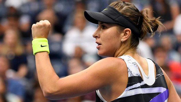 Vítězné gesto Belindy Bencicové po výhře nad obhájkyní titulu na US Open.