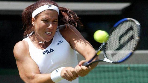 Bývalá světová jednička Jennifer Capriatiová na archivním snímku z roku 2002 ve Wimbledonu.