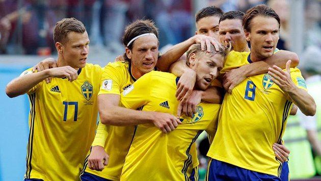 Švédská radost po gólu Emila Forsberga.