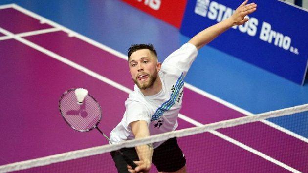Badmintonista Adam Mendrek v akci.