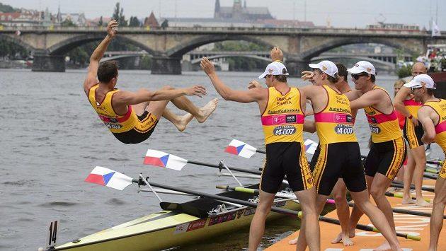 Osmiveslice pražské Dukly oslavuje vítězství na tradičních Primátorkách, kde si 7. června dojela pro 36. vítězství za sebou.