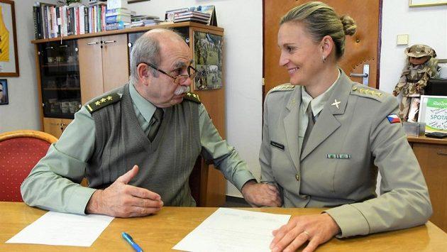 Barbora Špotáková s ředitelem ASC Dukla Jaroslavem Priščákem.