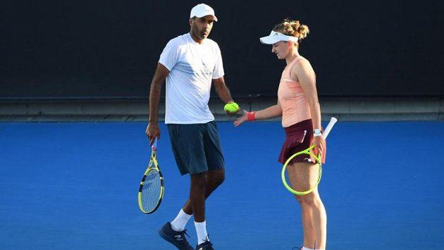 Barbora Krejčíková si na Australian Open zahraje o titul ve smíšené čtyřhře. Česká hráčka postoupila do finále s Američanem Rajeevem Ramem