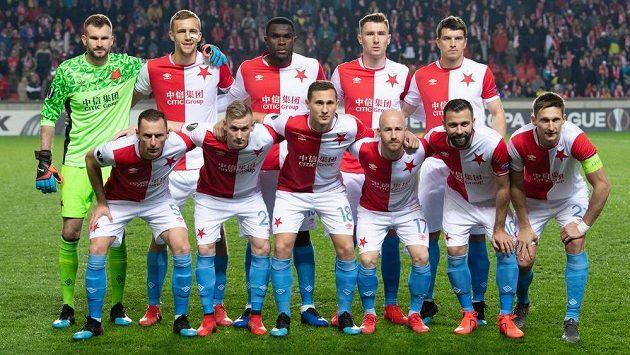 Mužstvo Slavie Praha před zápasem s Genkem.