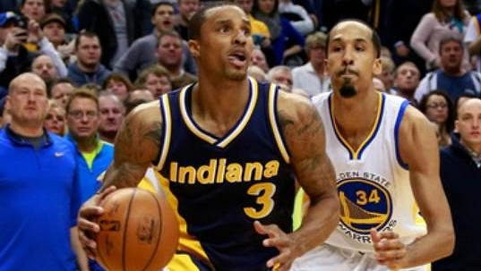 George Hill (3) z Indiany a Shaun Livingston z Golden State.