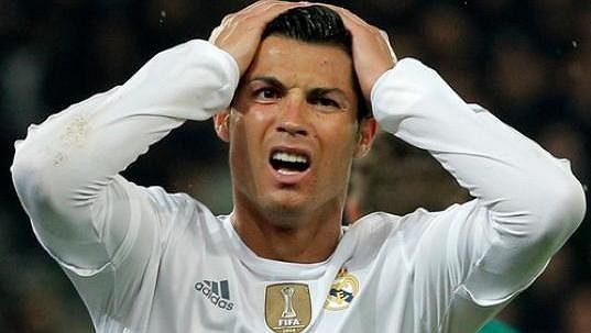 Rozčarovaný Cristiano Ronaldo, proti Paris St. Germain se ani on gólově neprosadil.
