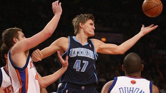 Ruský basketbalista Andrej Kirilenko v NBA ještě v dresu Utahu.