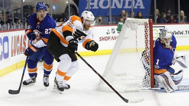 Jakub Voráček z Philadelphie v zápase proti New Yorku Islanders.