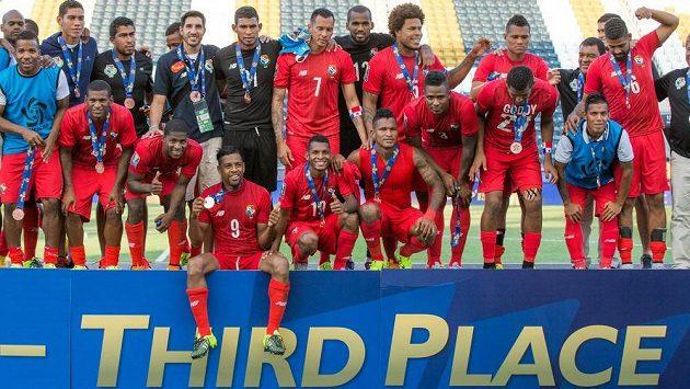 Fotbalisté Panamy slaví bronzové medaile na Zlatém poháru.