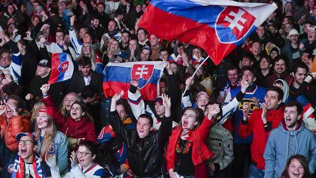 Slovenští fanoušci během utkání s Kanadou (ilustrační foto)
