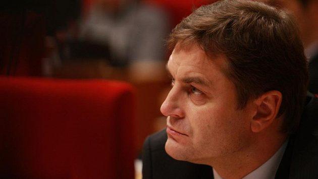 Člen Rady IIHF a bývalý vynikající brankář Petr Bříza.