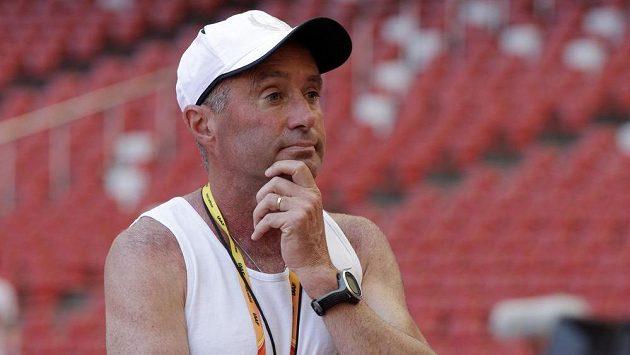 Trenér elitních atletických vytrvalců Alberto Salazar dostal čtyřletý distanc za doping.
