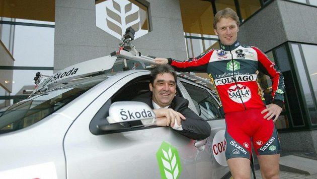 Bývalý slavný cyklistia Claude Criquielion (vlevo) na snímku se synem Mathieuem z roku 2005.