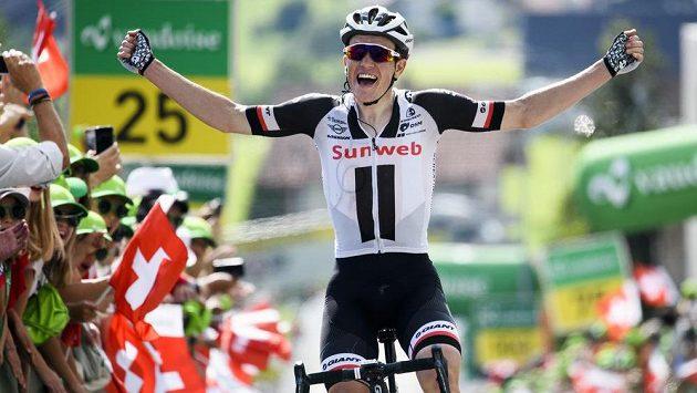 Dán Sören Kragh Andersen s raduje z triumfu v šesté etapě závodu Kolem Švýcarska.