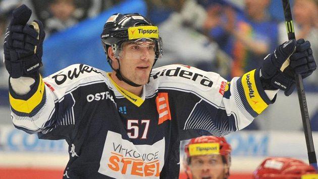 Vítkovický Rostislav Olesz se raduje z gólu (ilustrační foto).