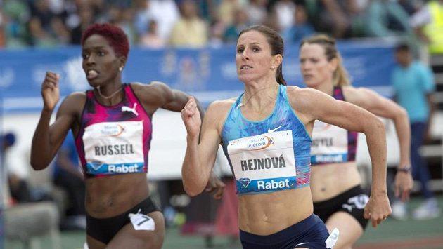 Zuzana Hejnová při Diamantové lize v Rabatu s Jamajčankou Janieve Russelovou.