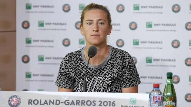Běloruska Victoria Azarenková při letošním French Open, kde vzdala zápas prvního kola kvůli zranění kolena.