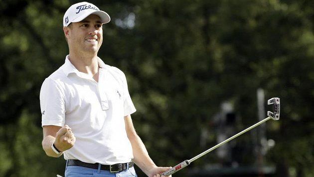 Americký golfista Justin Thomas vyhrál o tři rány turnaj v Medinah.
